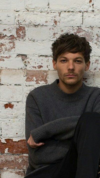 Do you ever look at a Louis pic and just: *deep breath* I'm okay. *silence* No, I'm not! One Direction Louis Tomlinson, Luis Tomlinson, Louis Imagines, Grupo One Direction, One Direction Pictures, Rebecca Ferguson, Faith Hill, Red Tour, Scotty Mccreery