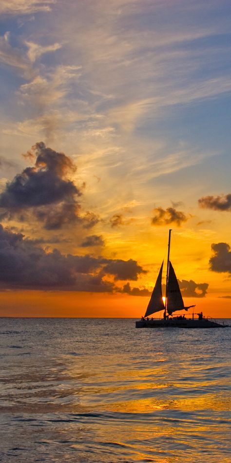 Sail on the seas at the Beautiful British Virgin Islands during a magnificent sunset Beautiful Sunset, Beautiful World, Beautiful Places, Foto Art, Am Meer, British Virgin Islands, Belle Photo, Strand, Wonders Of The World