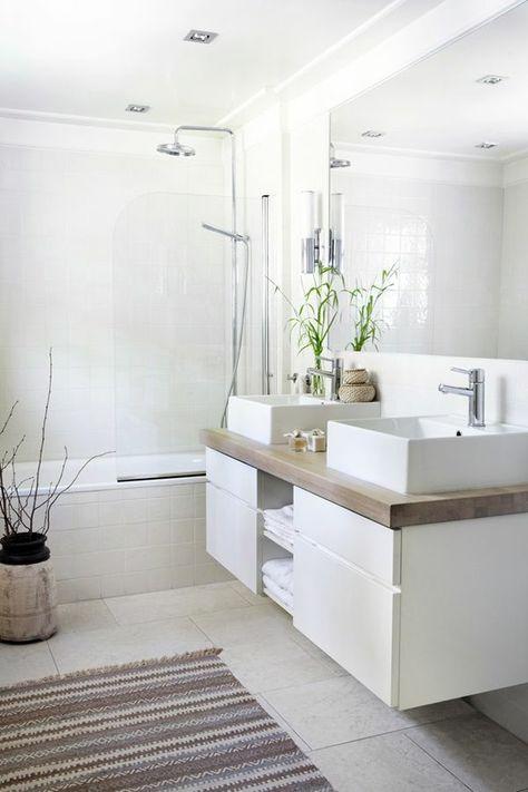 weißes badezimmer badewanne teppich