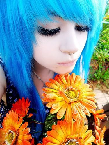 Ooooohhhhh soooo pretty, and the flowers make her hair look bluer :) If only I could have it :)