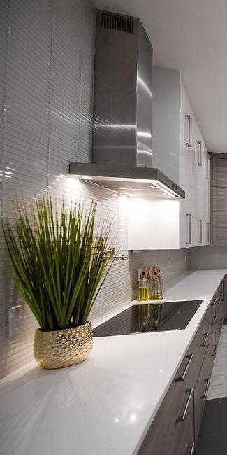 Marvelous White Porcelain Tile Backplash Dramatic Under Cabinet Interior Design Ideas Inesswwsoteloinfo