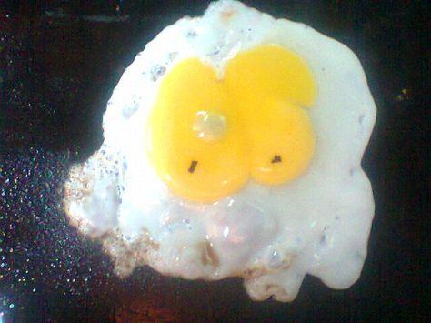 el huevo frito q queria ser cara....