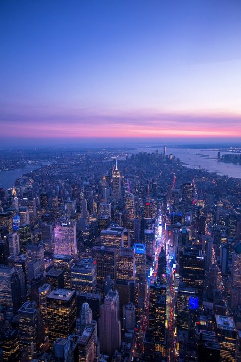 Here is a New York travel guide for you to get the most out of your New York trip! These 10 travel tips for New York will help you find secret spots that shouldn't be missed! #NewYork #NYC #TravelGuide #TravelTips