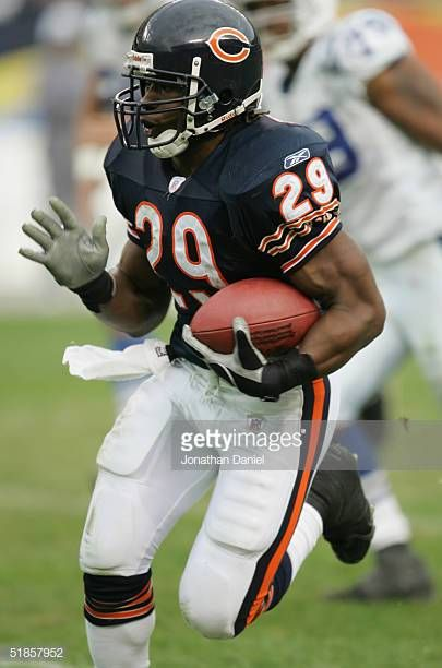 Running Back Adrian Peterson Of The Chicago Bears Runs Upfield Against The Indianapolis Colts During The Game On N Chicago Bears Chicago Bears Football Chicago
