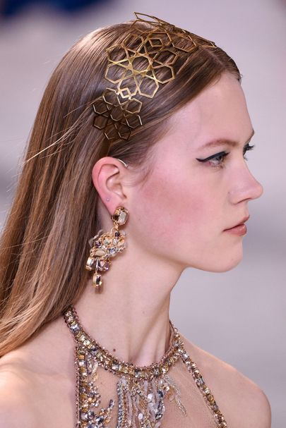 Other models wore intricate metal hairbands, along with chandelier earrings.