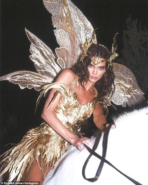 Kendall Jenner - Forest Fairy Costume for Halloween. Latest Kendall Jenner photo news and gossip. Celebrity photo news and gossip on celebxx. Kendall Jenner Halloween, Kendall Jenner Outfits, Kendall Jenner Icons, Kendall Jenner Wallpaper, Kendall Jenner Birthday, Kendall Jenner Instagram, Kardashian Jenner, Kourtney Kardashian, Kardashian Kollection