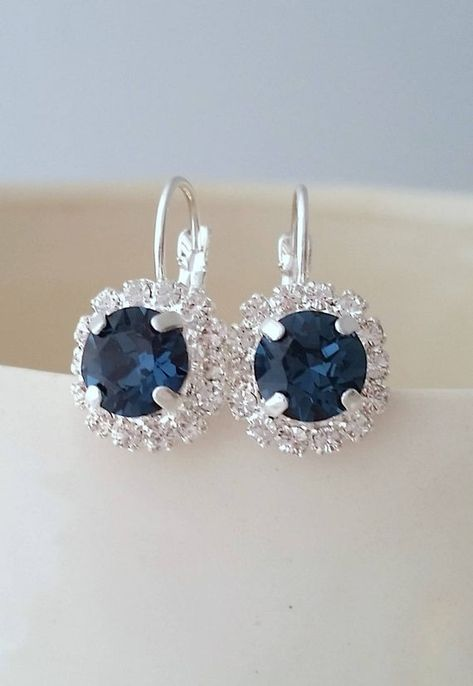 #weddings #jewelry #earrings #bridesmaidgift #bridalearrings #bridesmaidsearrings #swarovskiearrings #studearrings #bluestuds #silverblue #navybluewedding #bluewedding #crystalearrings #navybluebridesmaid #navyblueearrings