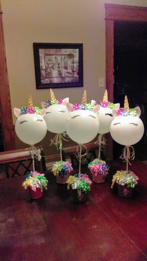 Bellos centros de mesa con globos para tu fiesta de unicornio, ve las opciones que te presentamos y escoge tus favoritos!!