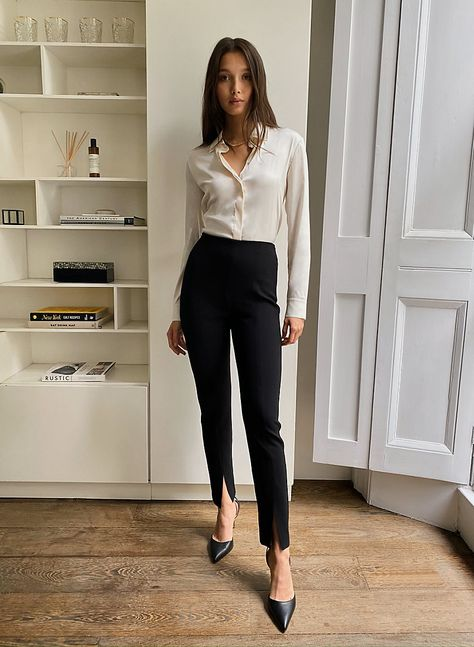 These are high-rise skinny pants with front slits at the ankle. They're made with Japanese gabardine fabric. Business Formal Women, Business Casual Attire, Professional Outfits, Business Outfits, Business Fashion, Lawyer Fashion, Business Chic, Business Wear, Interview Attire