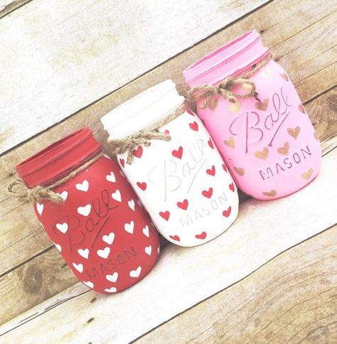 Set of 3 Hand Painted and Distressed Mason Jars Mothers Day day deco. Set of 3 Hand Painted and Distressed Mason Jars Mothers Day day decorations Set of 3 Ha Mason Jar Gifts, Mason Jar Diy, Diy Crafts With Mason Jars, Jar Crafts, Bottle Crafts, Distressed Mason Jars, Mason Jar Projects, Diy Projects, Mason Jar Centerpieces