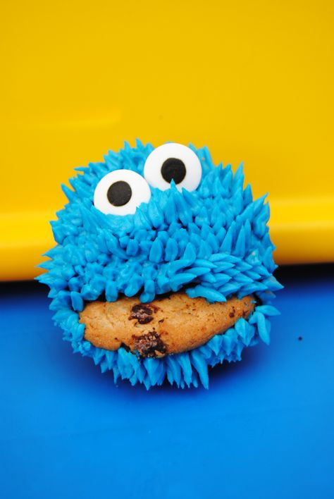 Cookie Monster Wilton 234 tip, Wilton eyes, Americolor Royal ...