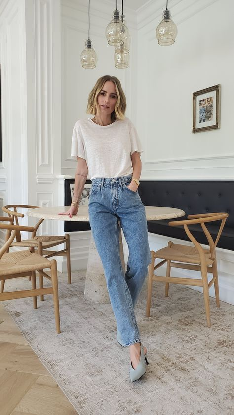The Florence Jean is a slightly slouchy, barrel-leg style finished with '80s-inspired pleating. This style's medium blue wash feels vintage, rounding out its time-honored appeal. Each pair is individually treated for an authentically retro look. Washes may vary slightly.