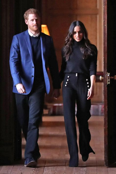 Best Meghan Markle Outfits - Meghan Markle Royal Duchess Style Tracking the Duchess of Sussex's chicest looks. Meghan Markle Suits, Estilo Meghan Markle, Meghan Markle Style, Meghan Markle Toronto, Meghan Markle Fashion, Meghan Markle Hair, Meghan Markle Dress, Beauty And Fashion, Fashion Mode