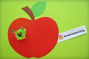 Apfel Mit Wurm Basteln Anleitung Und Vorlage Fur Kindergarten Und Grundschule In 2020 Basteln Anleitung Apfel Basteln Laternen Basteln