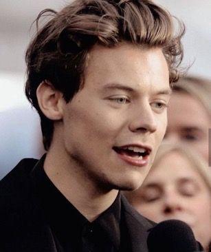 Pin De Rachel Scallo En Hs Harry Styles Fondo De Pantalla De Harry Styles Memes De One Direction