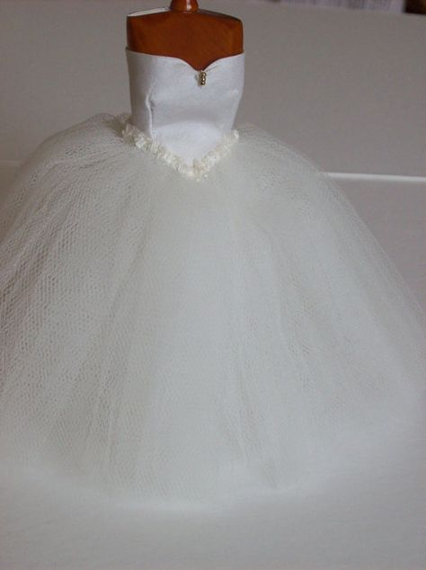 1 inch scale dollshouse miniature ivory ball gown on manequin