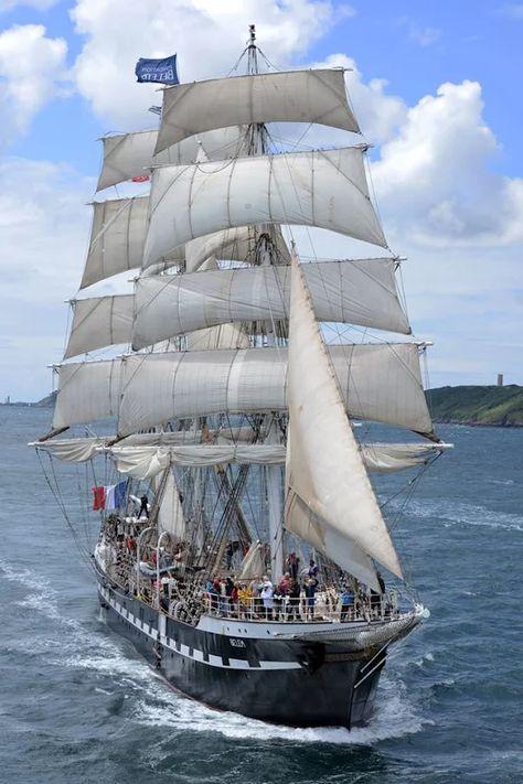 #Brest2016 raised his sails last July, with a beautiful picture of the #Bélem , Dominique Leroux!  +Philippe TREBAUL