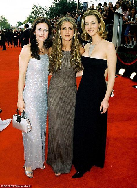 Lisa Kudrow Courteney Cox and Jennifer Aniston are part of group text Jennifer A Monica Geller Outfits Aniston Courteney Cox group Jennifer Kudrow Lisa part text