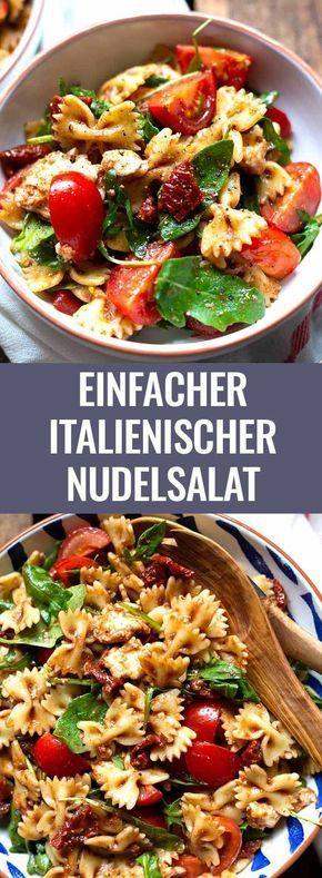 Einfacher italienischer Nudelsalat mit Rucola, getrockneten Tomaten und Mozzarella. Dieses 20-Minuten Rezept ist schnell und immer als erstes weg. - Kochkarussell.com #nudelsalat #salat #pasta #rezept #kochkarussell