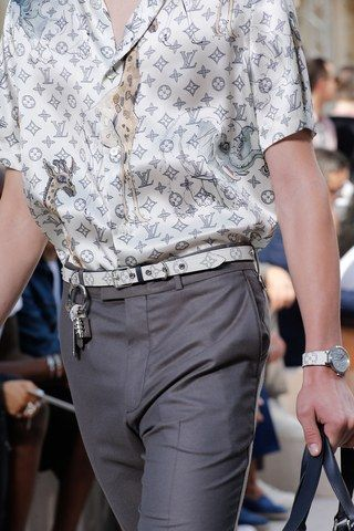 See detail photos for Louis Vuitton Spring 2017 Menswear collection.
