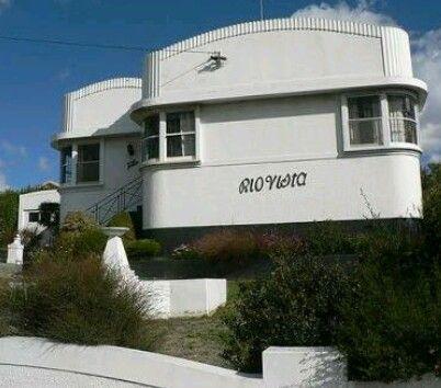 Perfect Streamline Art Deco Period Home.