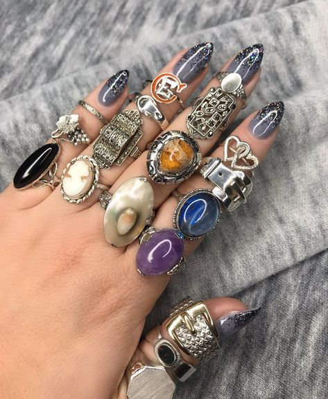 Unique vintage & antique rings in sterling silver from Maejean Vintage on Etsy Nail Jewelry, Cute Jewelry, Jewelry Accessories, Jewellery, Antique Rings, Antique Jewelry, Hippie Rings, Tiffany Jewelry, Steampunk Necklace