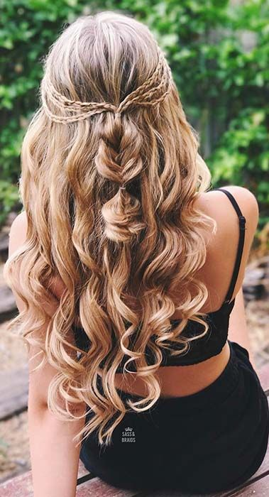 41 Popular Homecoming Hairstyles That Ll Steal The Night Page 2 Of 4 Stayglam Down Curly Hairstyles Hair Styles Long Hair Styles