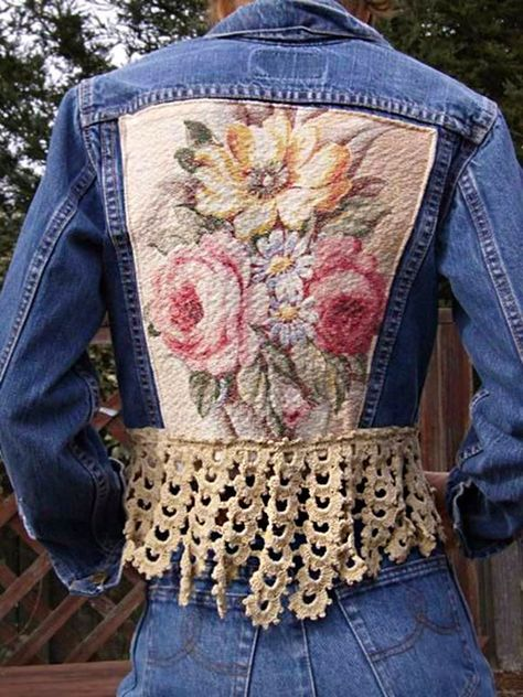 This is definitely one of my favorite upcycled denim jean jackets - LOVE IT!A very feminine upcycled denim jacket edged with a deep crochet trim .Upcycled Vintage Levi Denim Jacket, embellished with vintage Barkcloth and antique crochet Lace, by truevinta Vintage Upcycling, Upcycled Vintage, Vintage Denim, Upcycling Ideas, Denim And Lace, Diy Clothing, Sewing Clothes, Revamp Clothes, Sewing Jeans