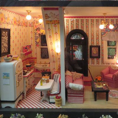 "Mary Englebreit Style Dollhouses by the ""Girls in the Garage"": Janet"