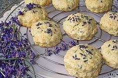 Lavendel - Scones | Butter und Milch entsprechend ersetzen. Beim anderen Rezept wurde die Butter geschmolzen, der Teig war allerdings zu klebrig zum Ausrollen. Vielleicht klappt es ja so