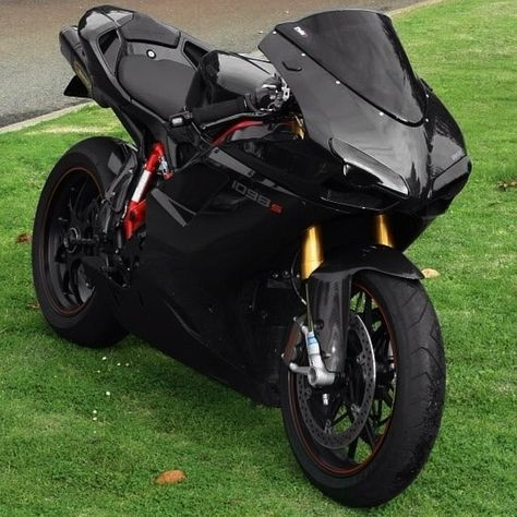 Blacked Out! Beast This Thing is A Monster! Fastest Ducati Made! Drag Bike, Speed Bike, Custom Street Bikes, Custom Sport Bikes, Ducati Scrambler Cafe Racer, Cafe Racers, Moto Bike, Motorcycle Bike, Motorcycle Quotes
