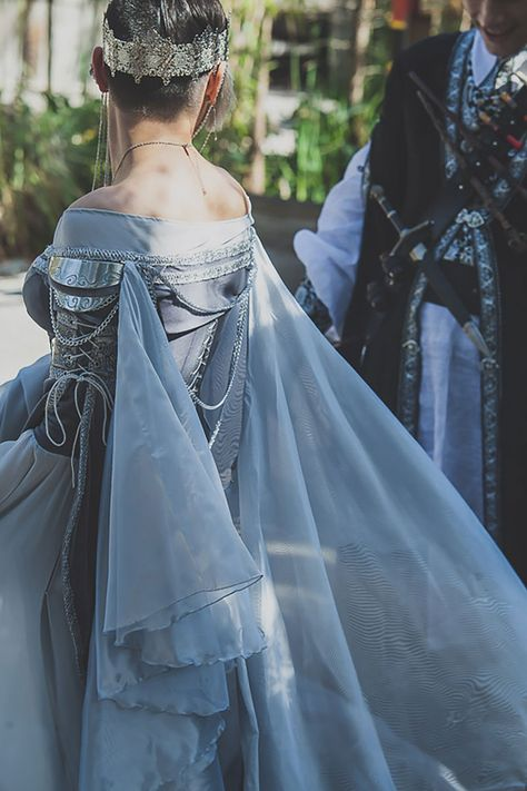 Prepare for the ARMORED corset dress at fantasy wedding - Prepare to squeal at the ARMORED corset dress at a fantasy RPG-themed wedding Source by wanddraw - Moda Medieval, Medieval Dress, Fantasy Gowns, Fantasy Rpg, Fantasy Outfits, Fantasy Clothes, Beautiful Gowns, Beautiful Outfits, Mode Baroque