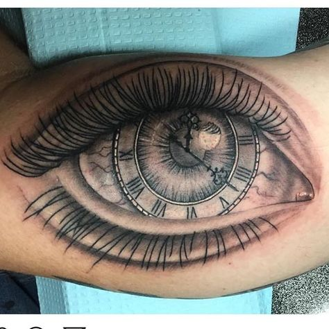 Cool eye from @kentmarvel  #blackandgreytattoo #eyeballtattoo  #clocktattoo #mrwilliamstattooco #tavaresfl #downtowntavares #lakecountyfl #floridatattooartist #orlandotattooartist #352 #mtdora #eustis