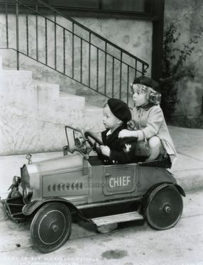 Baby LeRoy and Shirley Temple  #vintagephotos  #shirleytemple