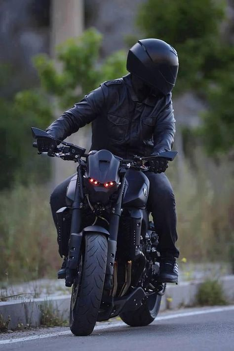 Insane Yamaha all black