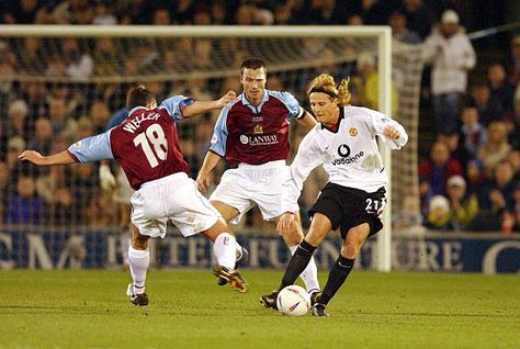 Burnley 0 Man Utd 2 in Dec 2002 at Turf Moor. Diego Forlan works his way forward to score the 1st goal for United in the League Cup 4th Round.