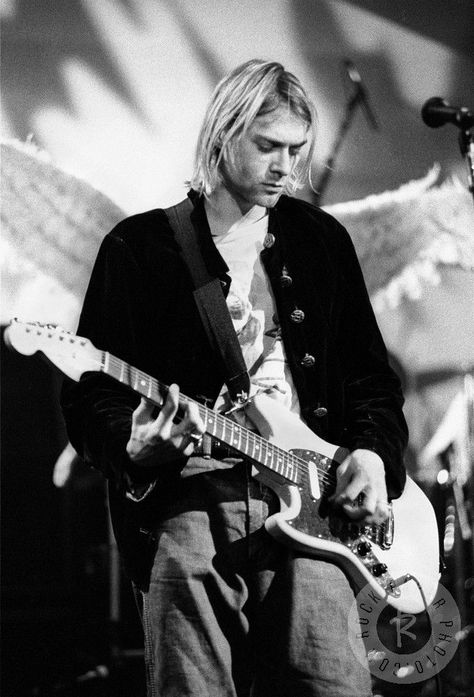 Fifty-two years ago today, Kurt Cobain came into this world and he changed a few people's lives for good. Mine was one of those.I hope my love reaches you, wherever you are. pic.twitter.com/eXVHWBX9Tp