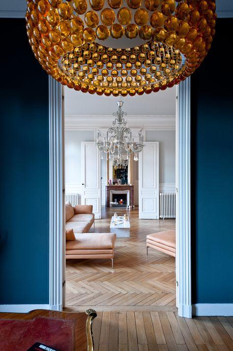 Salon avec ornements réaménagé dans appartement haussmannien à bordeaux par larchitecte dintérieur daphné serrado rooms with colour pinterest