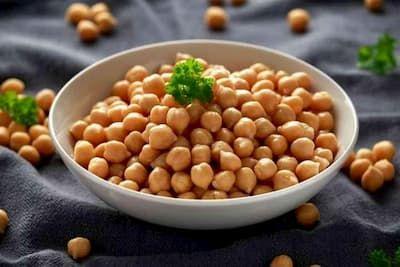 الحمص فوائد صحية مذهلة و يقلل نسبة السكر في الدم كشفت دراسة علمية جديدة توصل خلالها مجموعة من الع In 2021 Healthy Vegan Snacks Vegan Recipes Easy Chickpea Recipes Easy