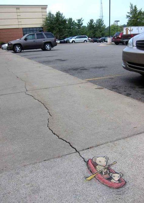 Chalk Art by David Zinn in Michigan USA 397380 - The Most Beloved Street Art Photos of 2013 3d Street Art, Street Art Utopia, Street Art Graffiti, Amazing Street Art, Street Artists, Amazing Art, Graffiti Artists, Banksy Graffiti, Awesome
