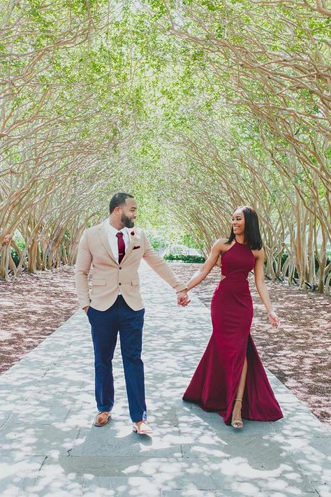 See pictures and read the stories of wedding proposals by real couples. These Robbins Brothers proposals can inspire you. Pre Wedding Shoot Ideas, Pre Wedding Photoshoot, Wedding Poses, Engagement Photo Outfits, Engagement Couple, Engagement Shoots, Elegant Engagement Photos, Engagement Pictures, Black Love Couples