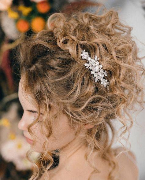Hair Comb Wedding, Wedding Hair And Makeup, Wedding Hairstyles For Curly Hair, Curly Hair Styles Wedding, Curly Updo Hairstyles, Long Curly Bridal Hair, Bridal Hair With Veil Updo, Medium Length Wedding Hairstyles, Naturally Curly Hairstyles