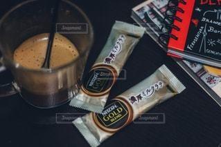 テーブルの上のコーヒー カップの写真 画像素材 1307627 コーヒーカップ ブツ撮り スマホ 時計
