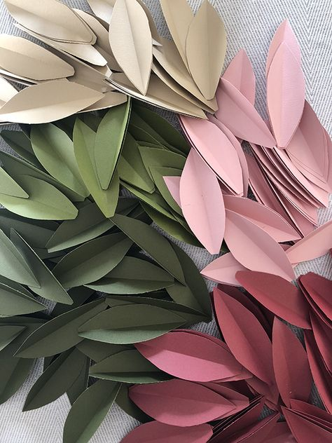Colorful Paper Leaf Garland for Fall - DIY Blumen Magnolia Leaf Garland, Fall Leaf Garland, Magnolia Leaves, Felt Leaves, Paper Leaves, Paper Flower Garlands, Diy Flowers, Fall Flowers, Paper Flowers Wedding