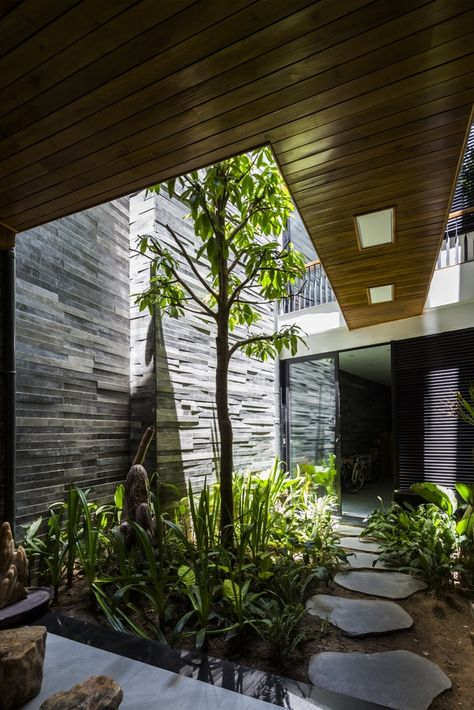 interior garden. Casa Veintiuno by Hernandez Silva Arquitectos  Decoration Interiors and Inspiration