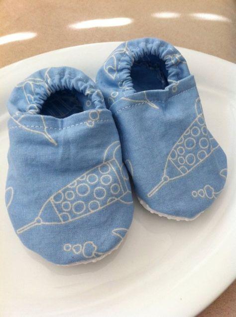 Baby shoe pattern   Baby shoes baby hat  Baby Bibs   Pinterest ... 243462ecacd2