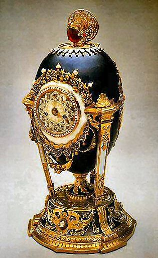 Cuckoo Egg (or Cockerel Egg), 1900. Presented by Nicholas II to Dowager Empress Maria Fyodorovna. Gold, diamonds, natural feathers, pearls, ruby. Kept in Svyaz' Vremyon Fund - Viktor Vekselberg collection - Moscow.