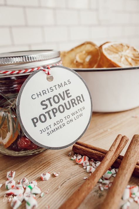 Christmas stovetop potpourri gifts for friends and neighbors with FREE printable stovetop potpourri gift tags! gifts for christmas Easy to Make Stovetop Potpourri With Free Printable Gift Tags Diy Holiday Gifts, Handmade Christmas Gifts, Homemade Christmas, Christmas Crafts, Friends Christmas Gifts, Christmas Christmas, Christmas Ideas For Gifts Diy, Christmas Signs, Christmas Wreaths