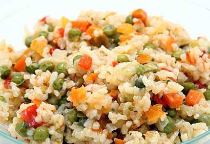 Salade de riz et de légumes au citron