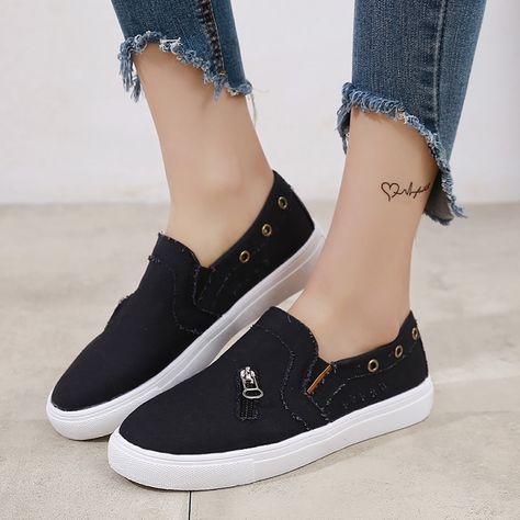 Large Size Canvas Metal Decoration Slip On Casual Flat Shoes